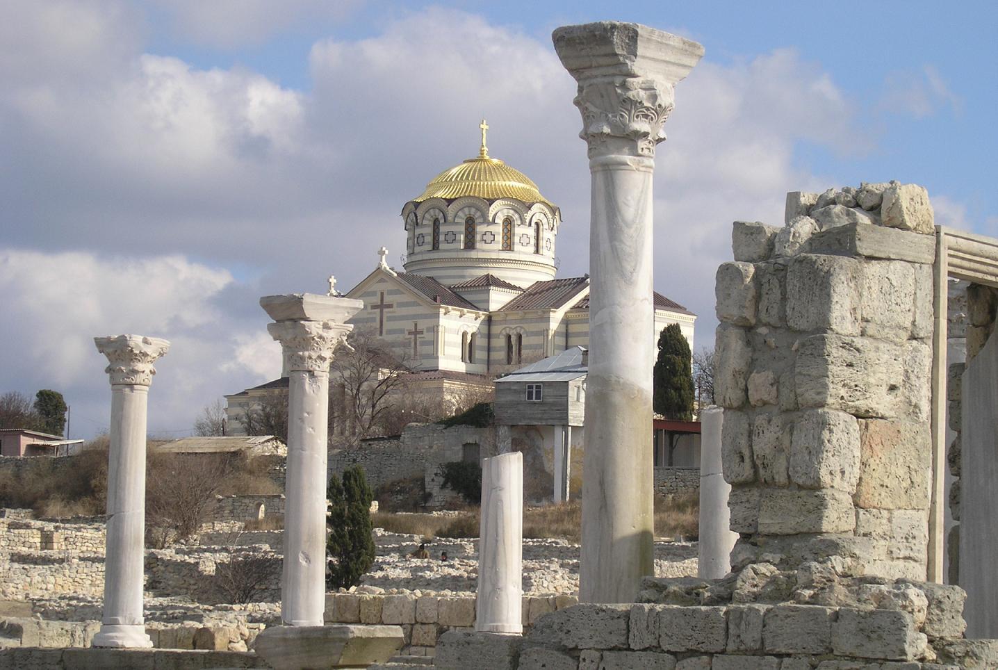 Паломничество в Херсонес. Фото Херсонеса на фоне Владимирского собора