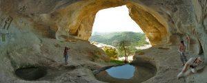 Фотография Анастасиевского источника внутри скального грота