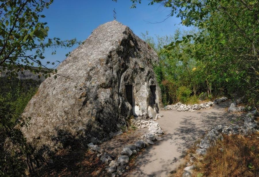 Изображение церкови Св. Софии в скальном обломке