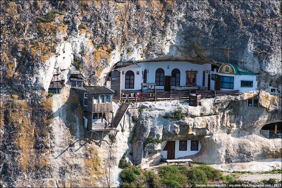 Фото: Благовещенский монастырь на Мангуп-Кале