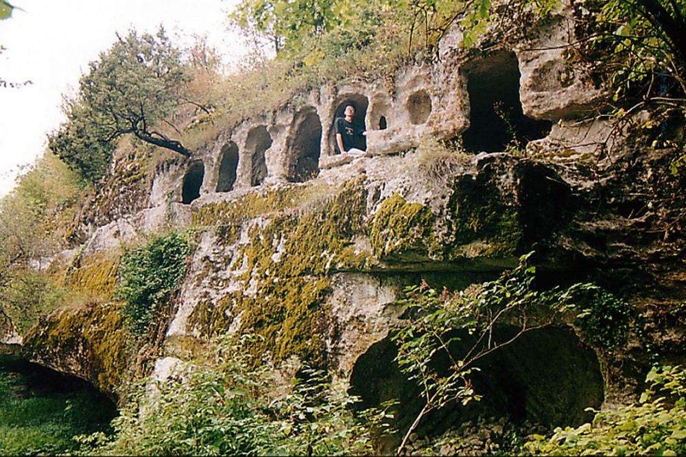 Изображение древних монашеских келий