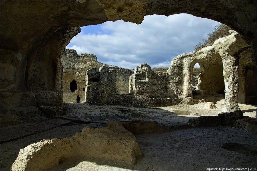"""Фото храма """"Судилище"""", археология на Эски-Кермен"""