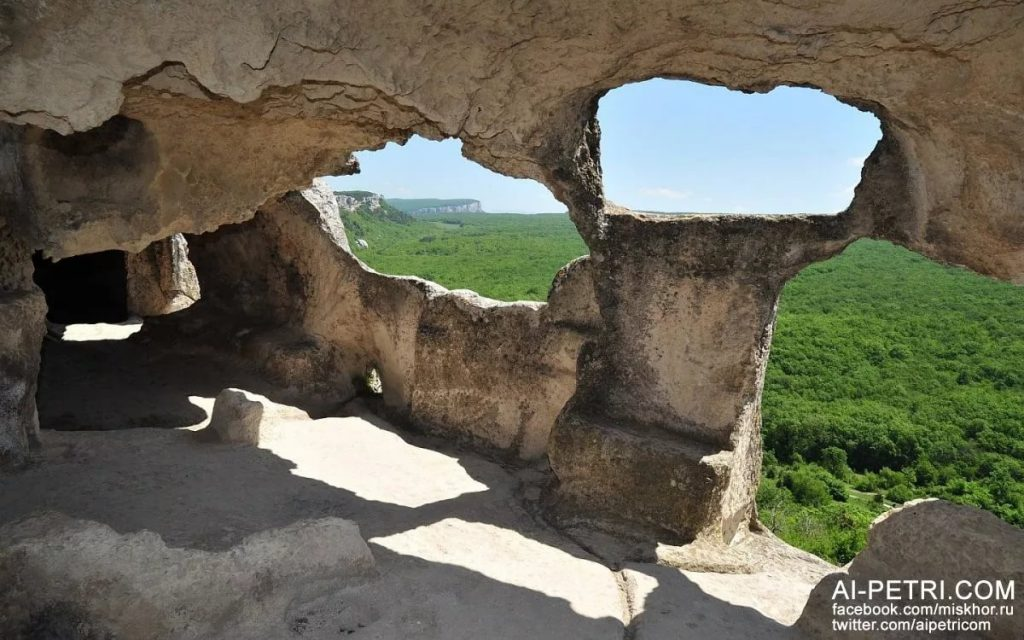 Фото придела главного храма города, однодневное паломничество по Эски-Кермен