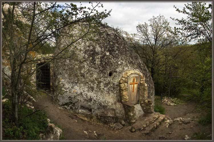 Фото: Храм Трех всадников на Эски-Кермене