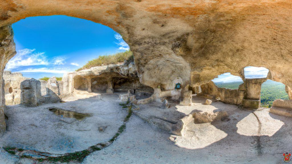 Объемное фото: храм «Судилище» на Эски-Кермен