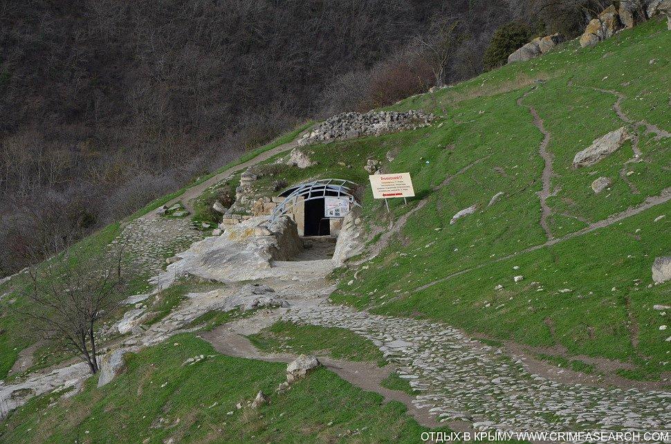 Фото: подземный комплекс Чуфут-Кале