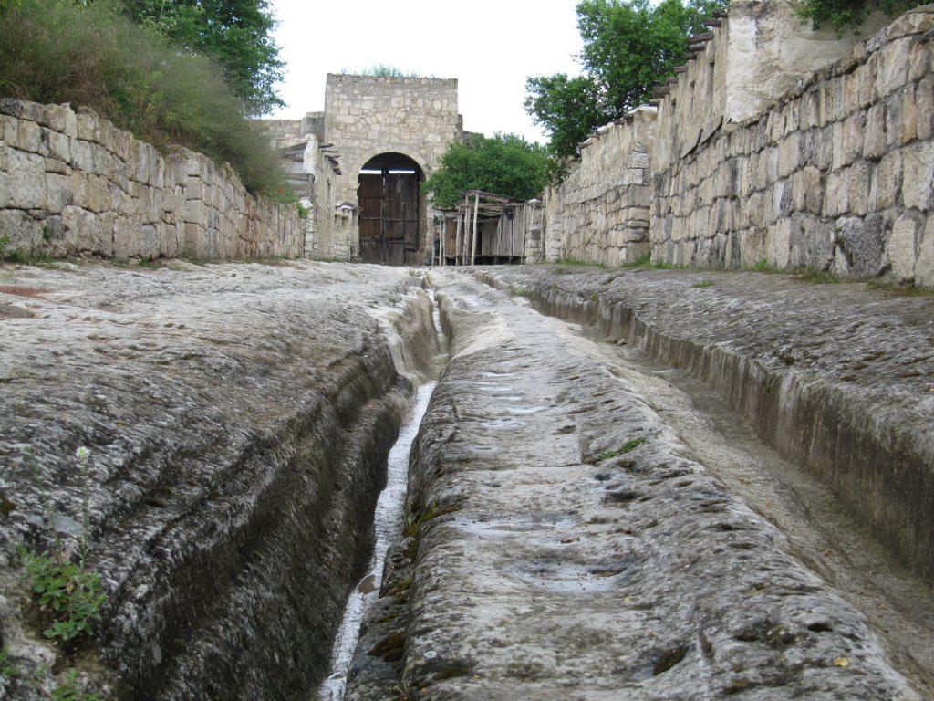 Фото центральной улицы древнего городища