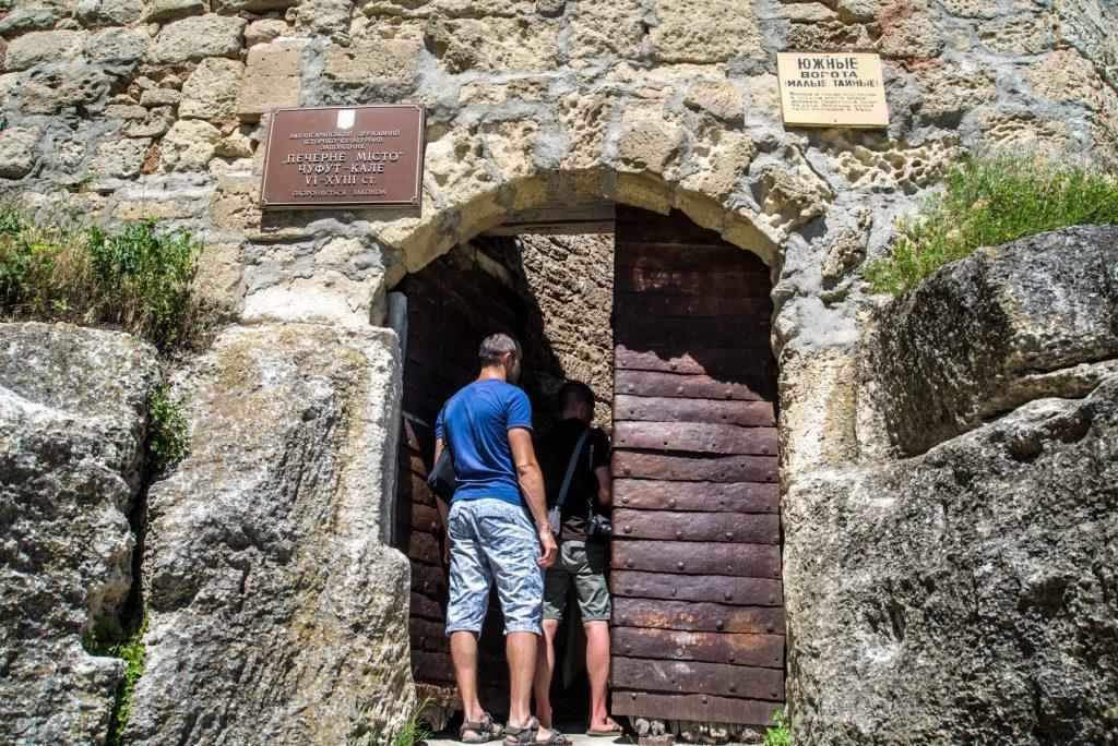 Фото: Малые ворота Чуфут-Кале