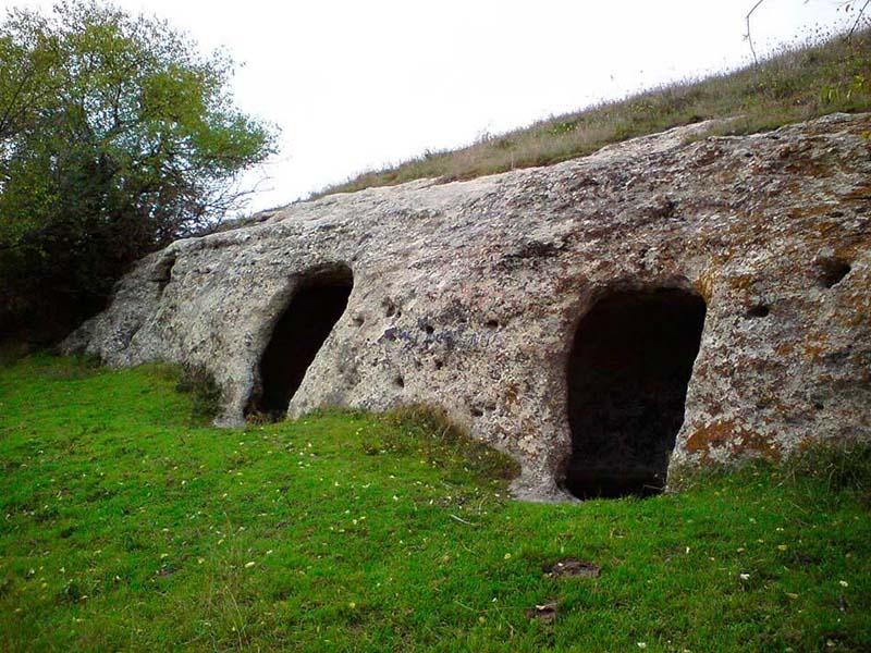 Изображение искусственных пещер