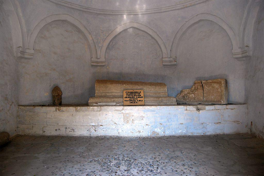 Фото: гробница Джанике-ханым