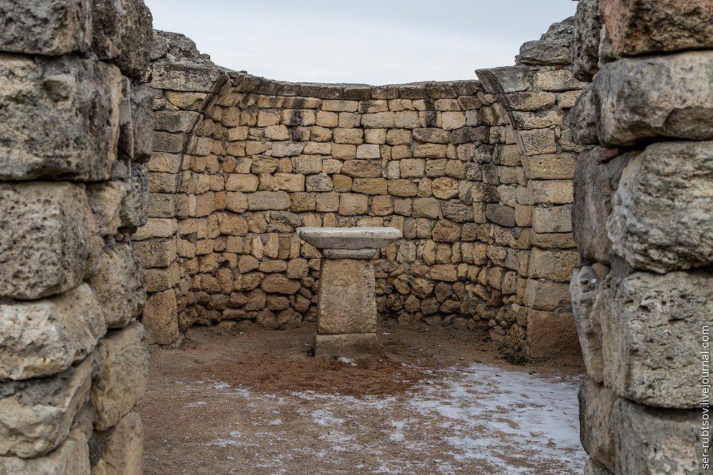 Фотография средневекового храма-часовни
