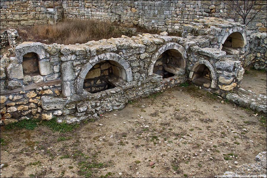 На фото показаны остатки городища