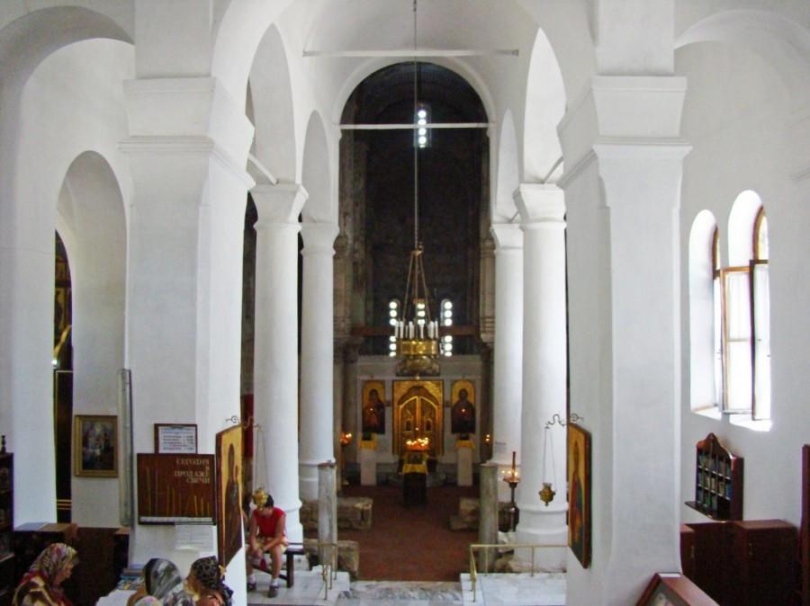 На фотографии показано внутреннее убранство храма Иоанна Предтечи