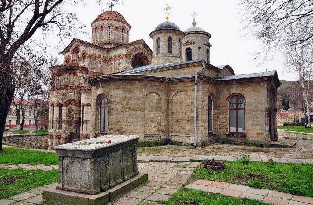 На фотографии изображен храм Иоанна Предтечи в Керчи