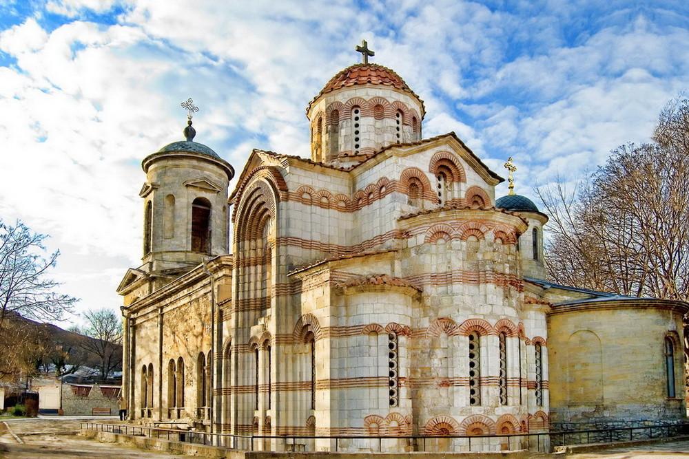 На фото изображен храм святого пророка и крестителя Господнего Иоанна Предтечи