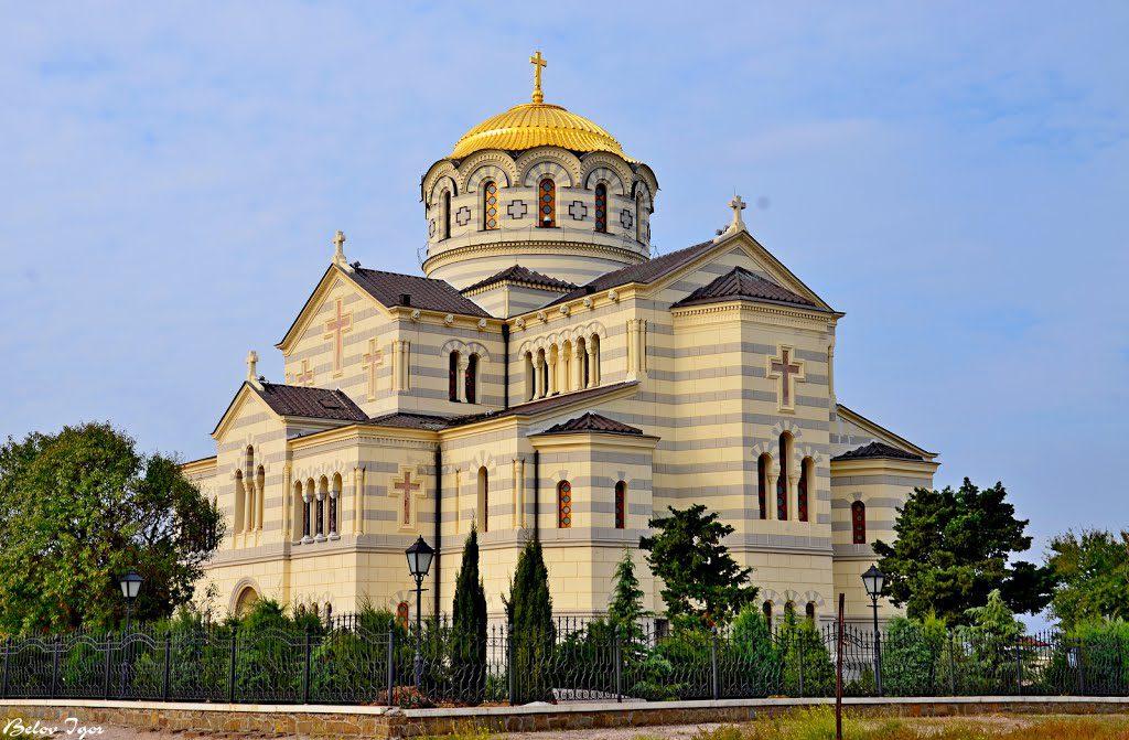 На фото изображен Владимирский кафедральный собор