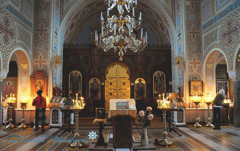 Изображение внутреннего интерьера церкви