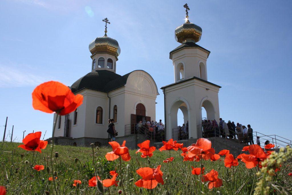 Изображен храм в честь святителя Луки Крымского