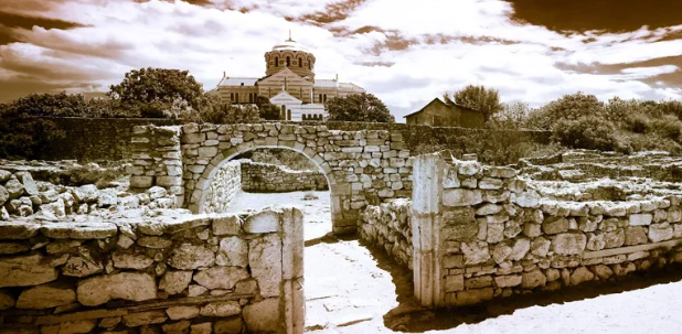 На фотографии показана античная архитектура Херсонеса