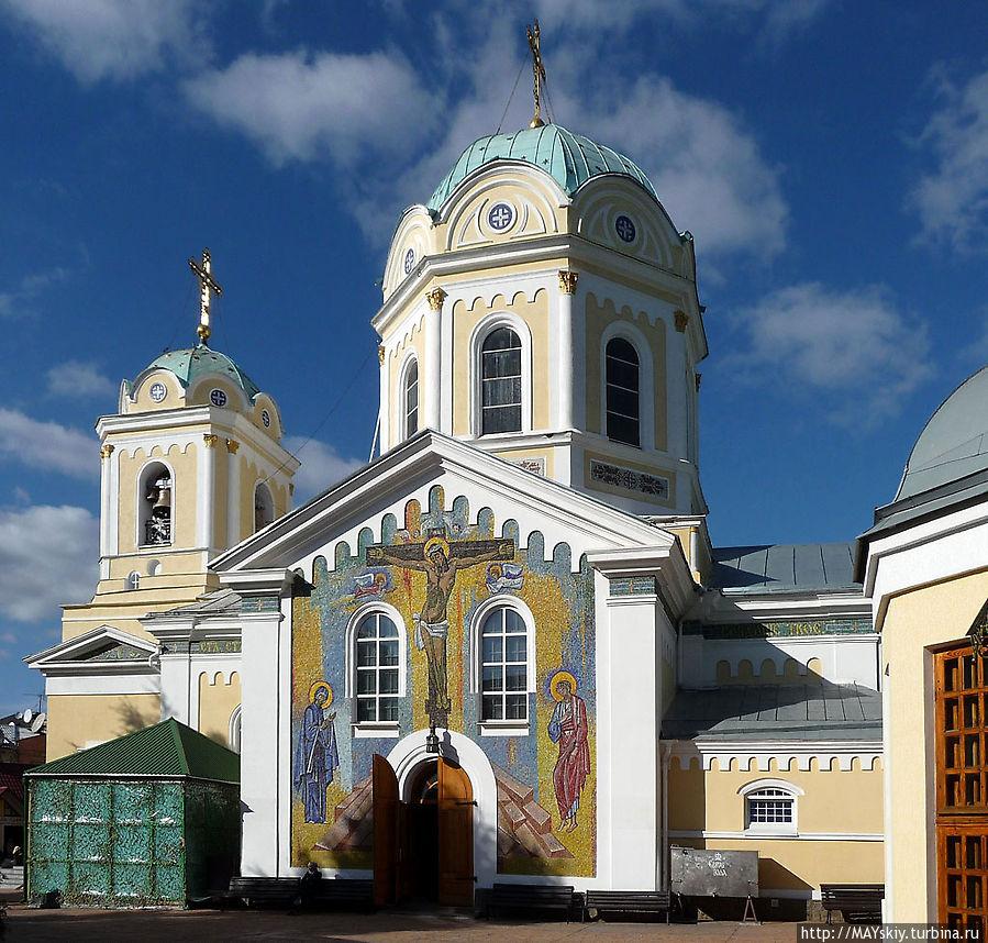 На картинке Свято-Троицкий собор