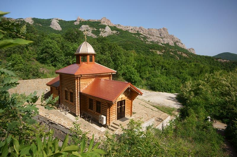 На фото показан Кизилташский Стефано-Сурожский монастырь