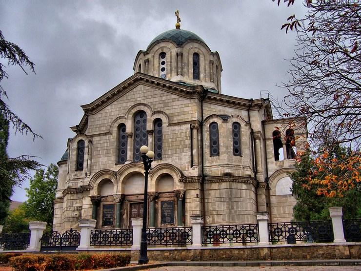 На фото Владимирский собор (усыпальница адмиралов)