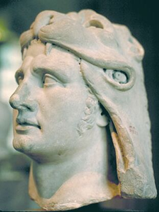 Показана скульптура Митридата VI Евпатора