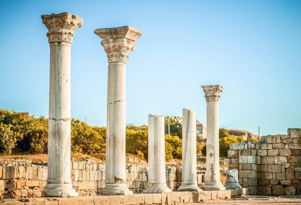 Изображение: колонны средневековой базилики