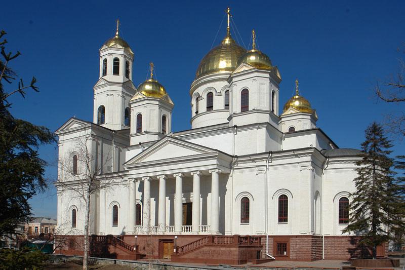 На фото изображен Александро-Невский кафедральный собор