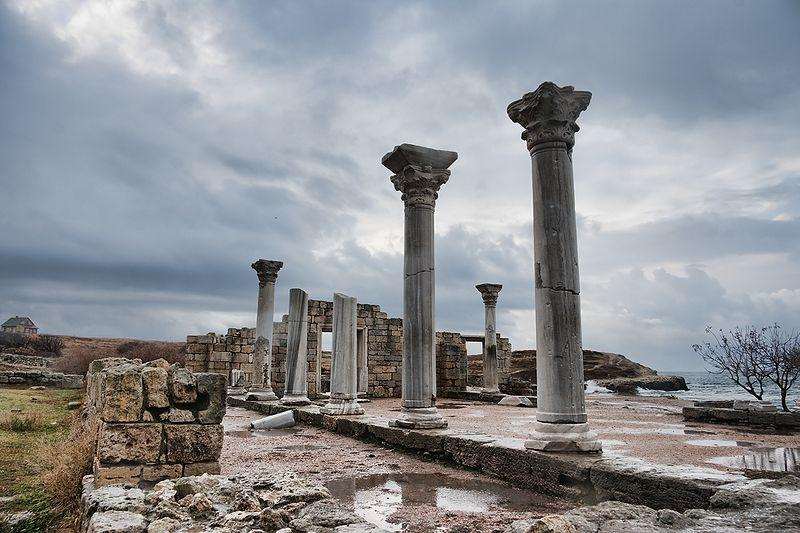 На фотографии изображена Базилика VI века