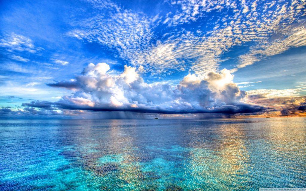 На фото удивительное море