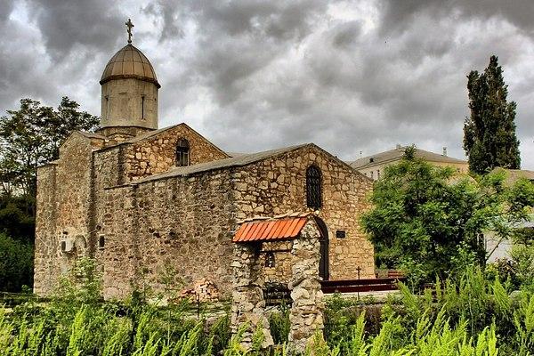 На фото древний православный храм Иверской иконы Божией Матери