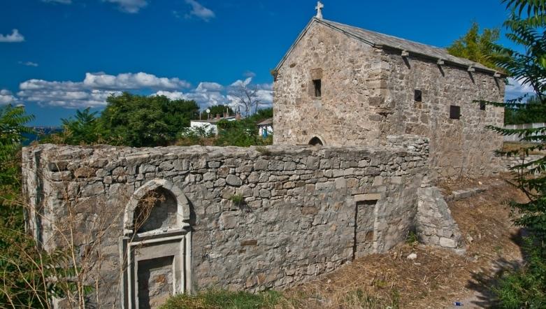 Средневековый храм в Феодосии - фотография