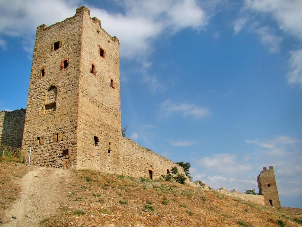 На фото Генуэзская крепость - Кафа