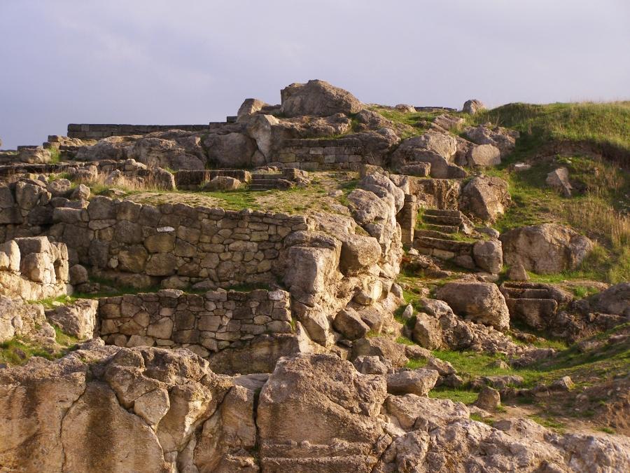 На изображении показаны руины Пантикапея