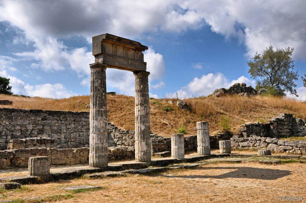На фото показаны знаменитые руины Пантикапея